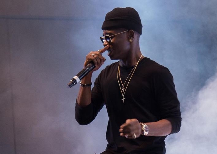 """Lil Kesh returns to the streets in """"No Fake Love"""" video"""